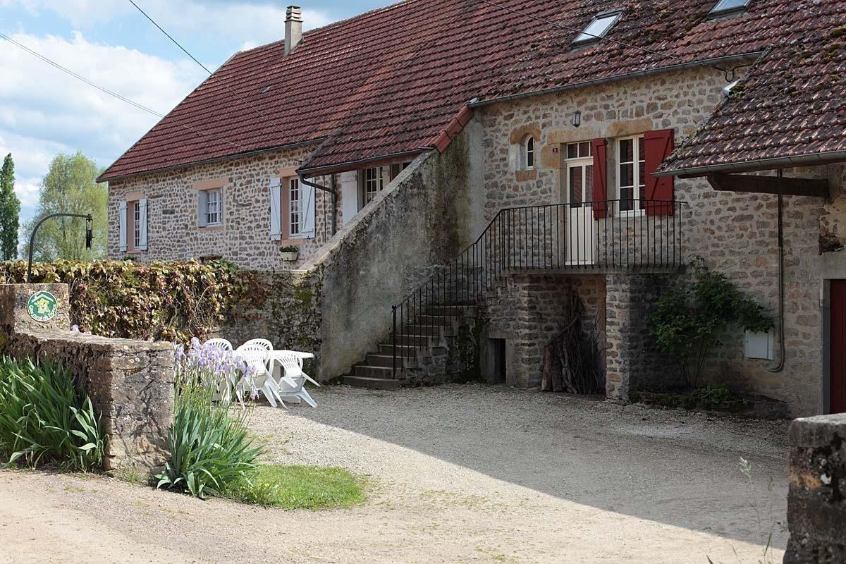 Pierre De L Yonne lodging - 89g134 - pierre perthuis